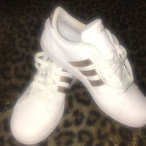 ADIDAS GOLD AND WHITE TENNIS SHOES